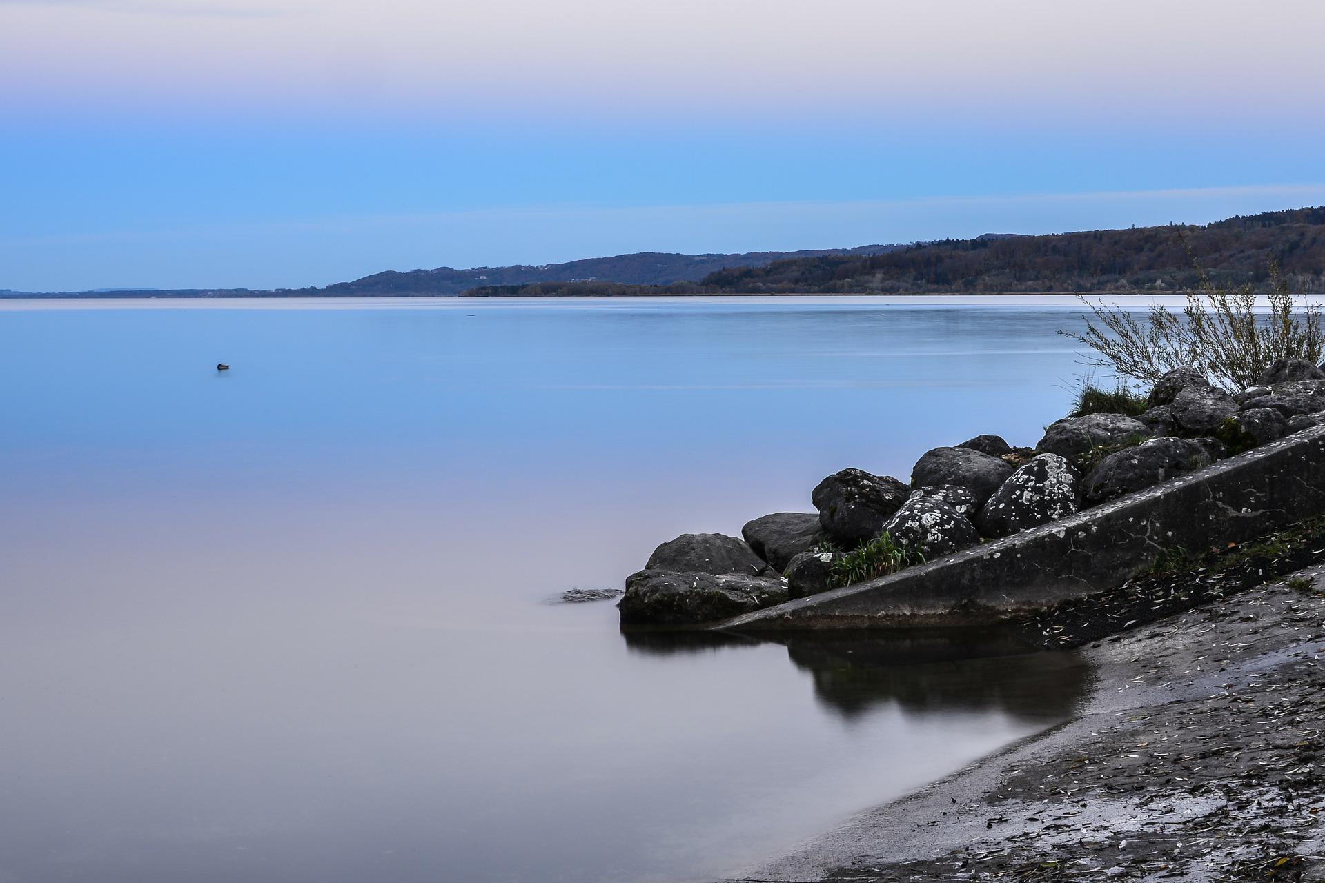 Lac de Neuchâtel : plage de la Tène ok chiens