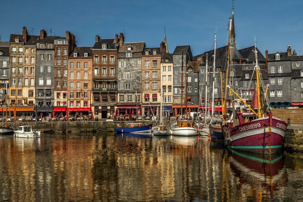 Amsterdam depuis la Normandie : visiter Honfleur avec son chien