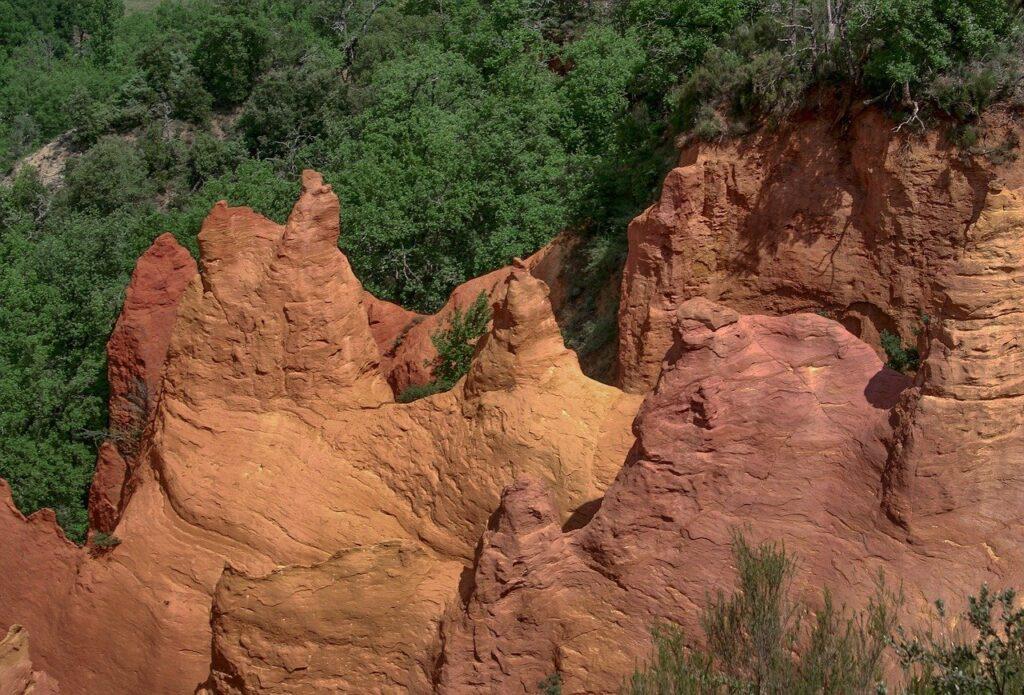 Le Colorado en Provence : une destination DogFriendly